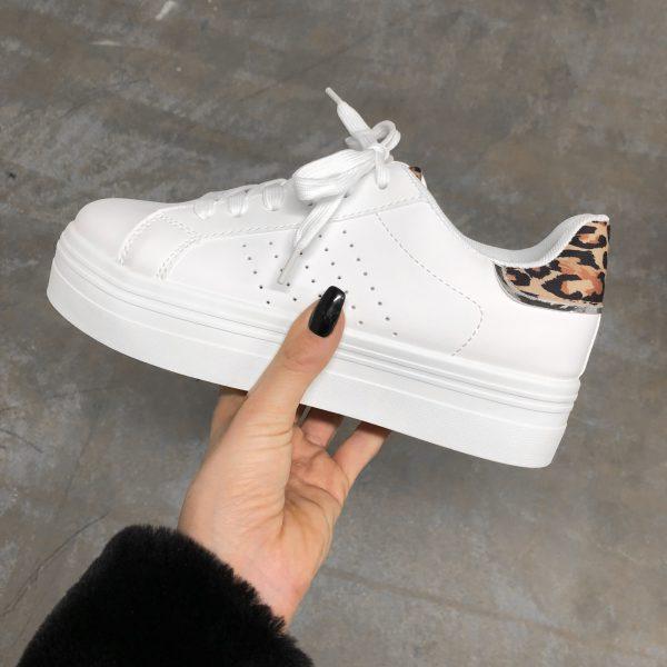 5a16002cb48 KIM WHITE LEO SNEAKER   Shoewanted.nl   Witte sneaker met panter
