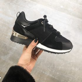 METALLIC BLACK SNEAKER